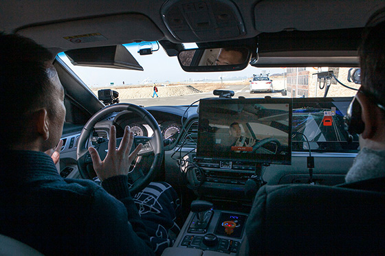 "SK Telecom and Korean Transportation Safety Authority (TS) successfully ran ""cooperative driving"" on multiple 5G self-driving cars in K-City, pilot city for self-driving in Hwaseong on Feb. 5, 2018.