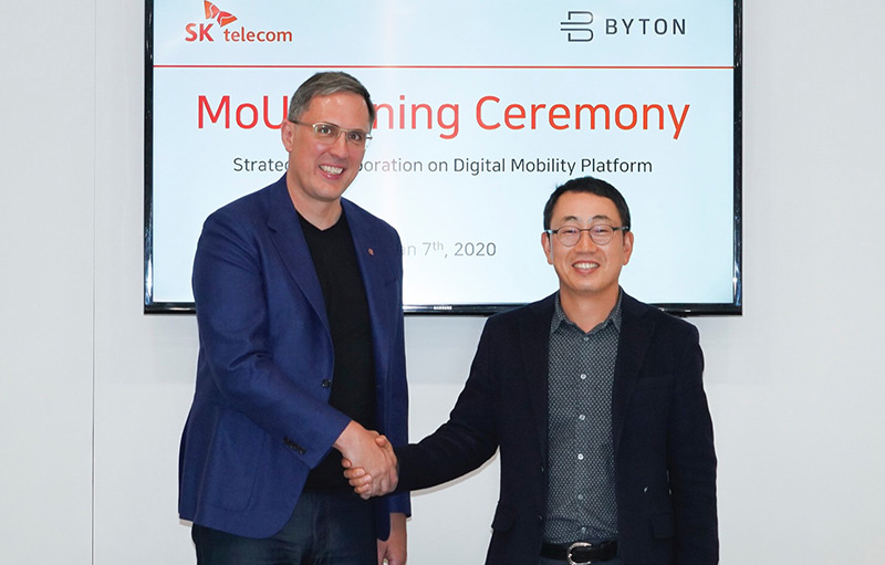 Ryu Young-sang, VP and Head of MNO Business of SK Telecom (Right), Daniel Kirchert, CEO of Byton (Left) sign MOU for business cooperation