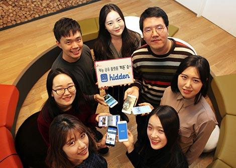 SK텔레콤은 온라인 웹과 스마트폰 애플리케이션으로 자신만의 재능과 노하우를 공유하고 다른 사람의 노하우를 손쉽게 배울 수 있는 재능 공유 플랫폼 「히든(Hidden)」을 17일 출시한다고 밝혔다. 「히든」은 누구나 쉽게 참여할 수 있는 오픈 플랫폼으로 SK텔레콤은 「히든」을 통해 일반인의 재능에 기반한 공유경제 생태계를 구축해 나간다는 계획이다.